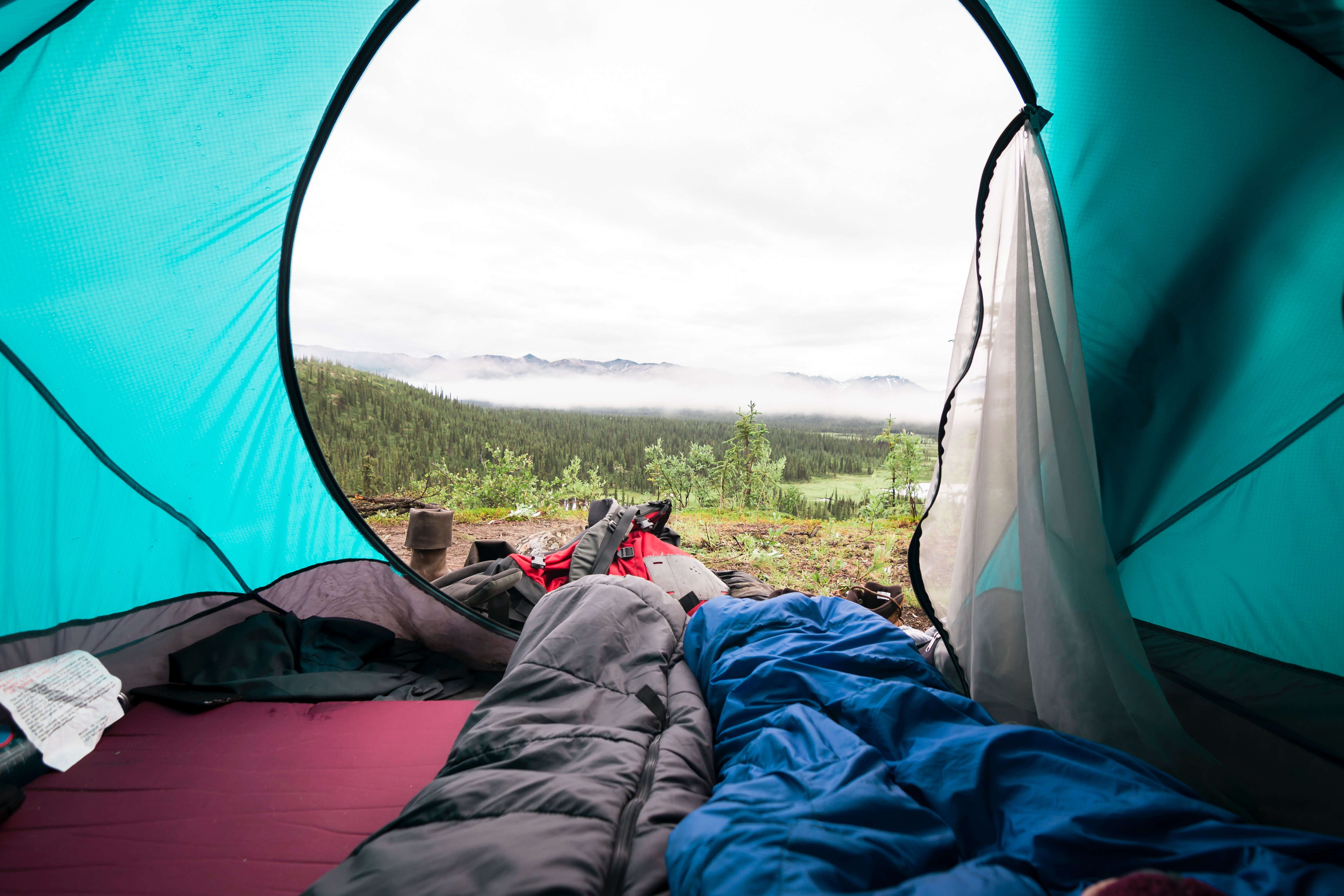 2 Person are sleeping inside the tent while using the slumber bag